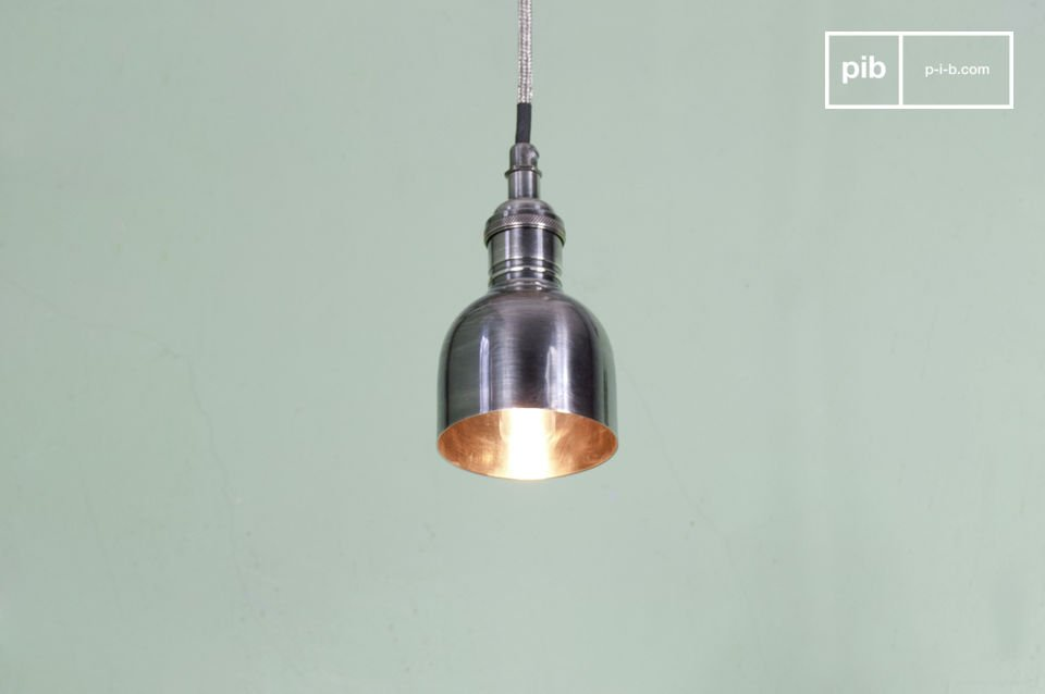 Lines with an industrial character for a charming luminaire.