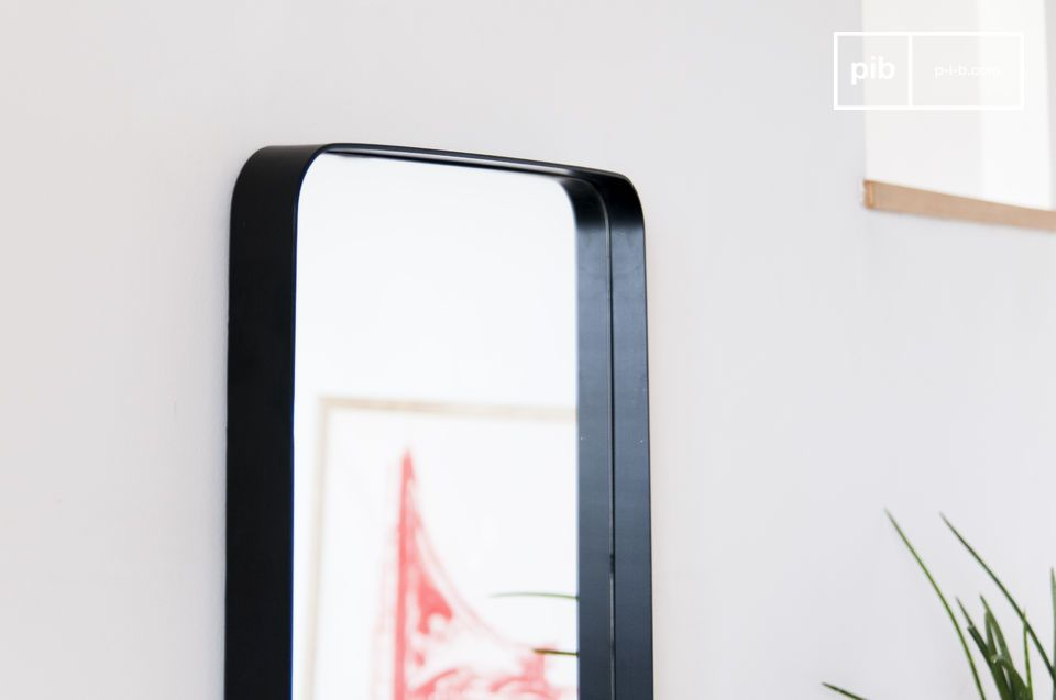 A large mirror with a black frame, with a discreet but assertive style