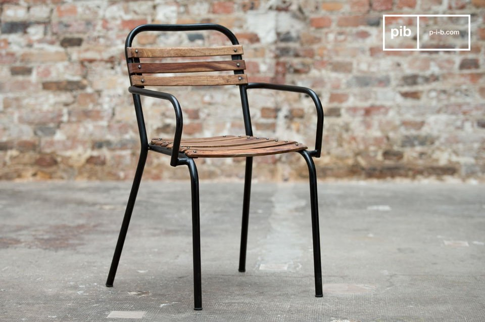 The industrial vintage style combining metal and wood