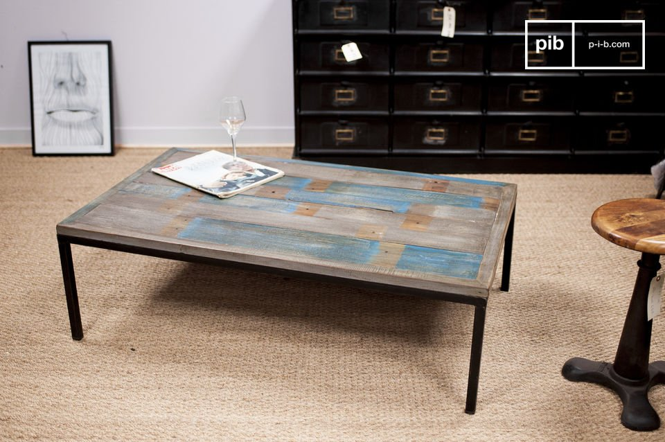 Made entirely out of recycled wooden pallets that have been manually assembled to create the coffee table Moriz