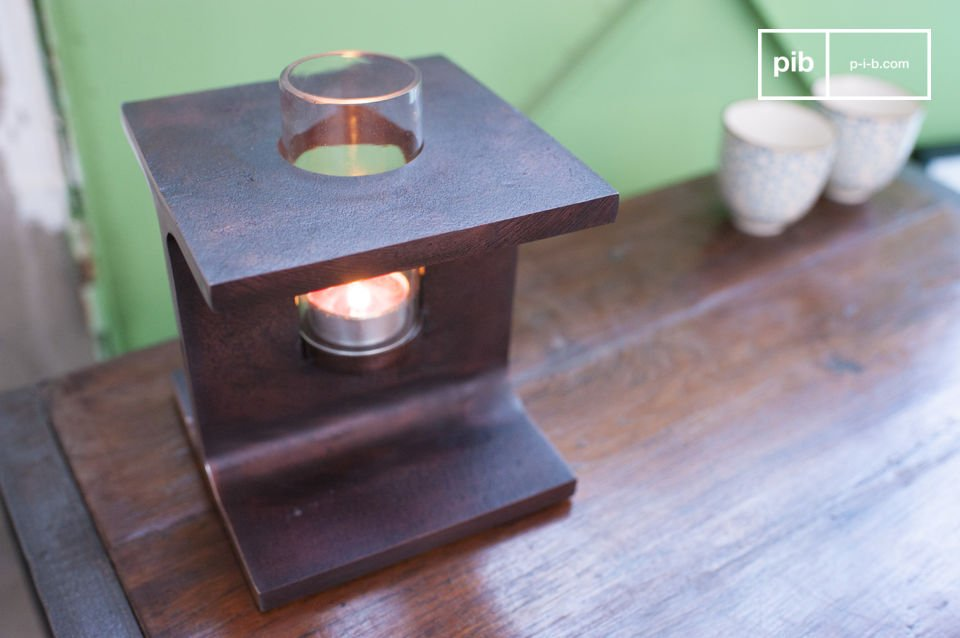 The candleholder is entirely made of rust-coloured metal