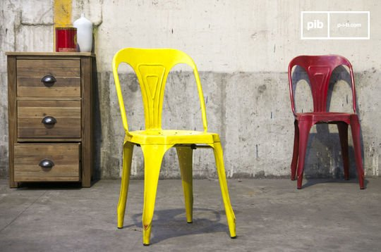 Multipl's chair antique yellow