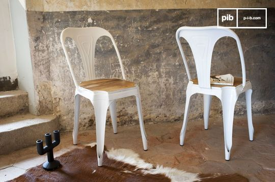 Multipl's white chair - wood