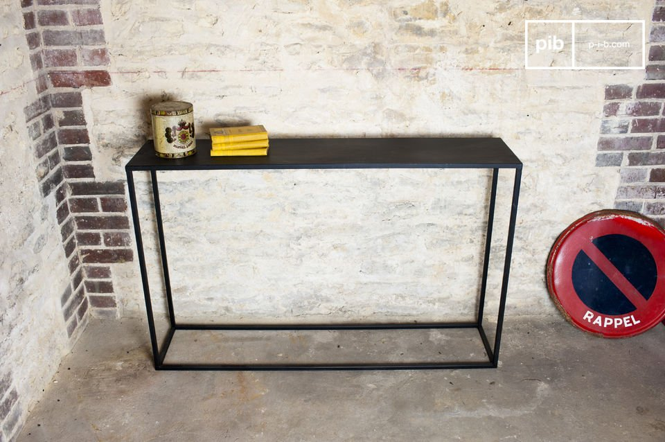 The long console Myriam impresses with its light structure, its minimalistic character and its industrial identity