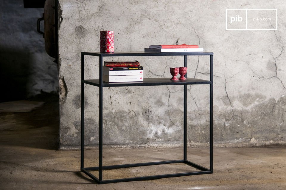 The console Myriam combines a black-satined finish and a fine square shape