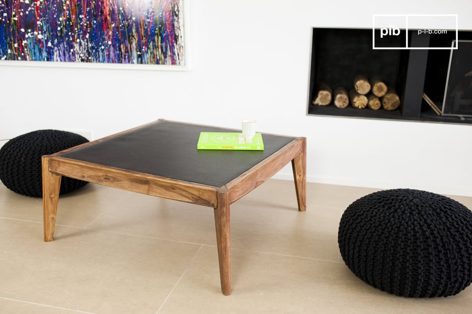 The Narod coffee table combines the elegance of the mid-twentieth century Scandinavian style