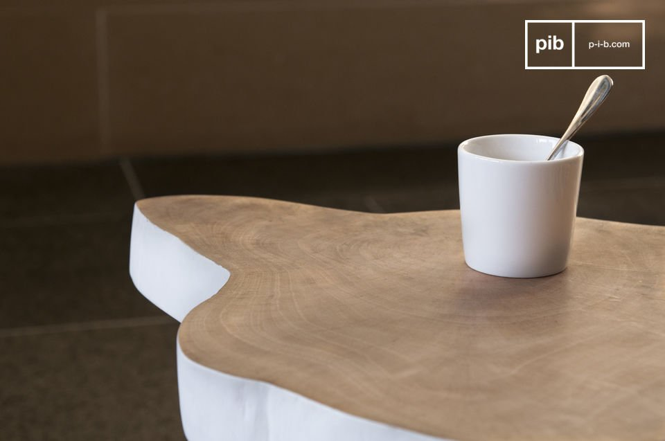 The extra table shows you a natural shaped tray.