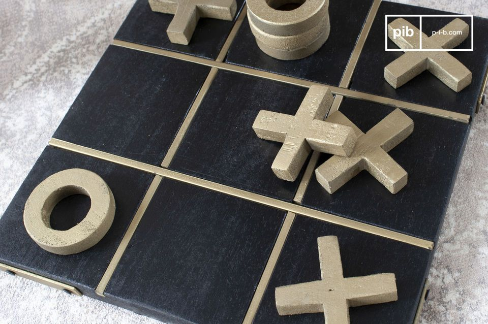 Wooden tic-tac-toe game, easily transportable for young and old