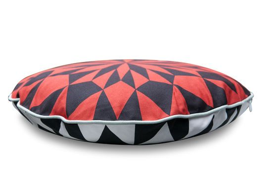 Norway round red cushion Clipped