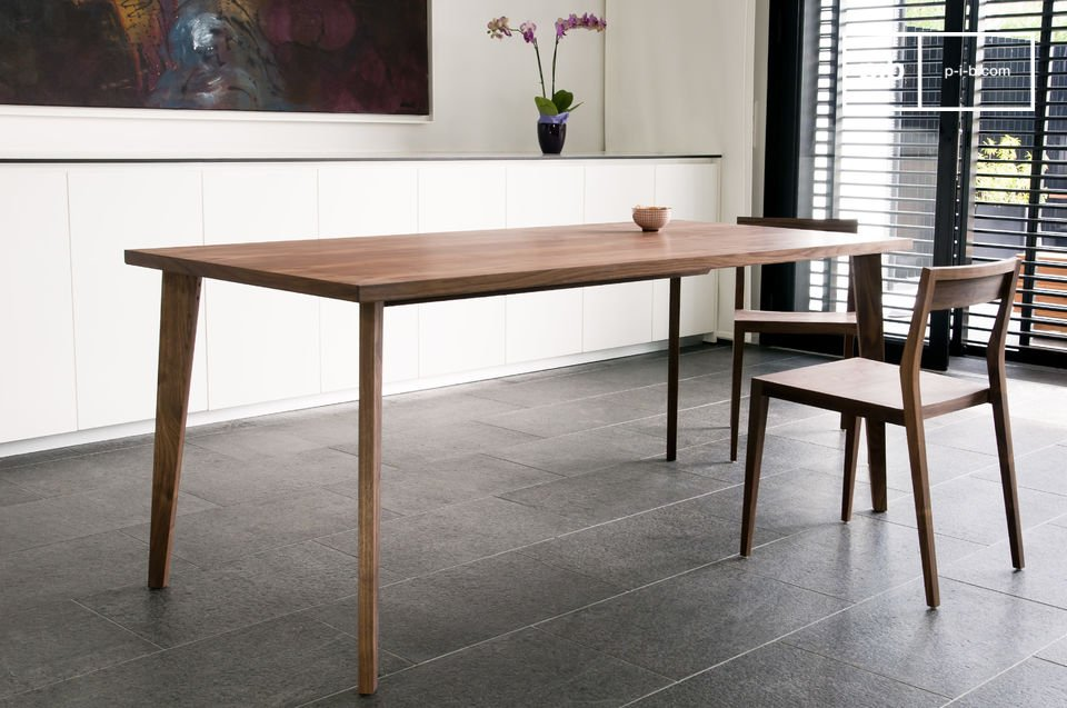 Streamlined and elegant, all the beauty of solid walnut