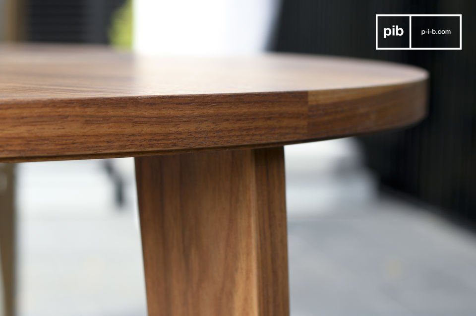 This round walnut table with its fine harmonious lines is inspired by mid-century Scandinavian