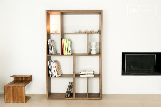 Nöten walnut shelves