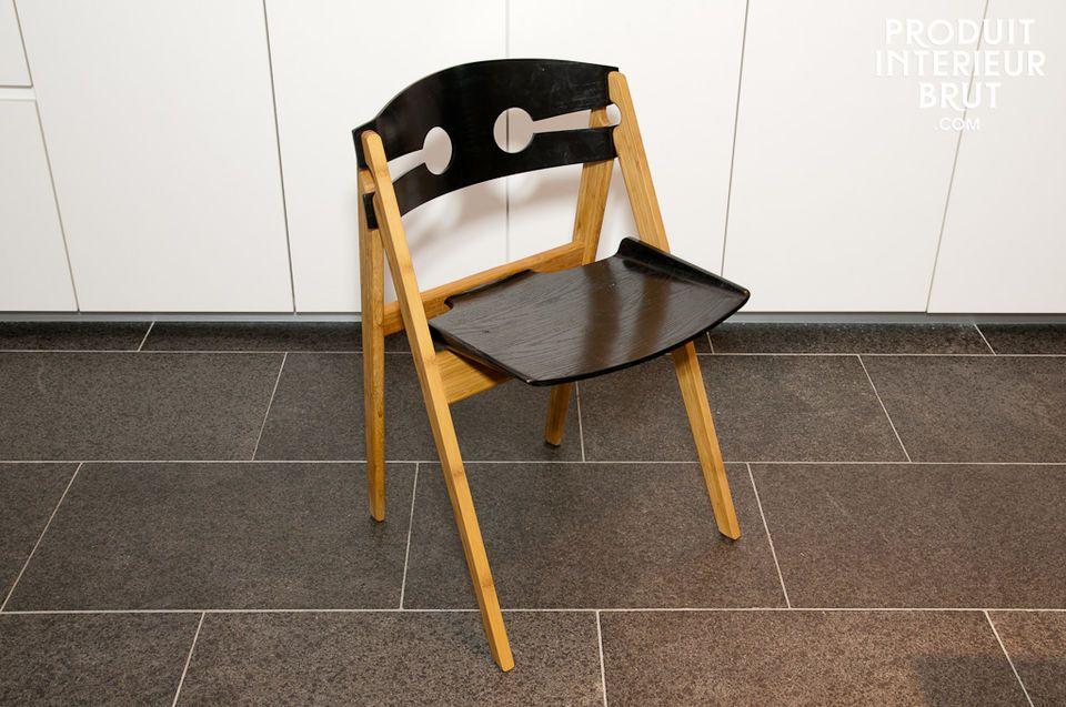 Numéro 1 black chair