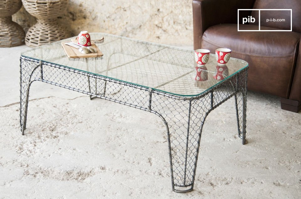 The structure of this coffee table is made entirely of metal