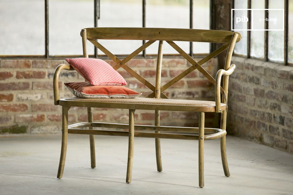 At your place or in a public space, this chair will bring a retro touch in any room