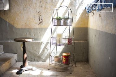 Patina metal rack with 3 baskets