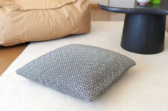 Patterned cushion Assas