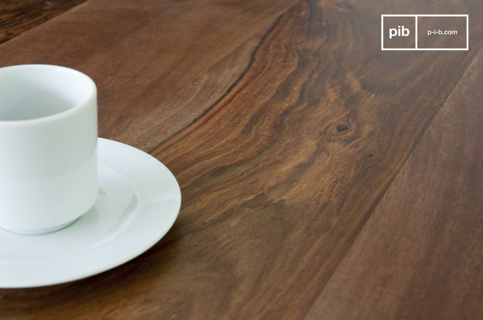The table has an unique colour combination: the round legs are faceted at the end and are painted in white, orange, and grey