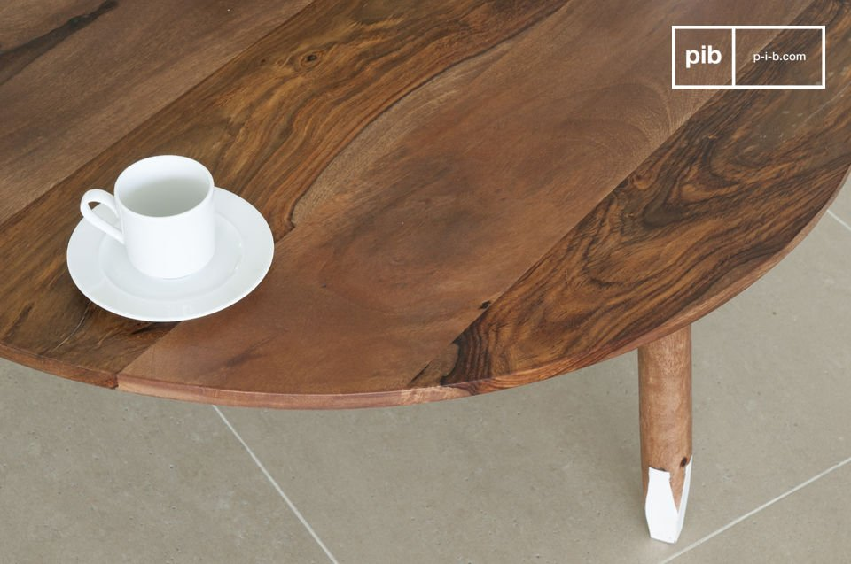The coffe table Pencil is entirely made of solid rose wood and is very resilient