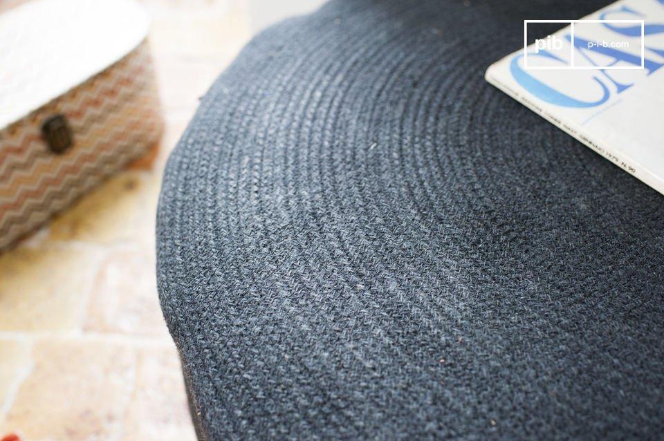 Le pouf Sissal est un petit meuble pratique et très esthétique