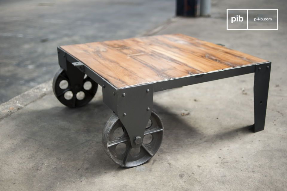 Raw industrial style is the leitmotif for this table, with its big cast iron wheels and the distressed finish of its metal leg frame
