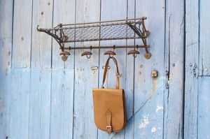 Railway carriage wall rack