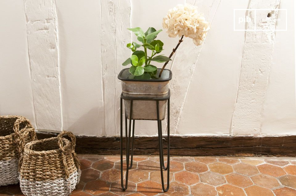 Elegant vintage style pot holder
