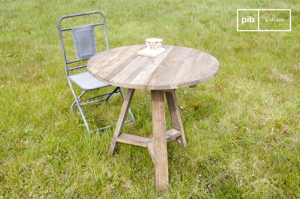 This table with two flaps has the charm of reclaimed elm and is very practical with its folding
