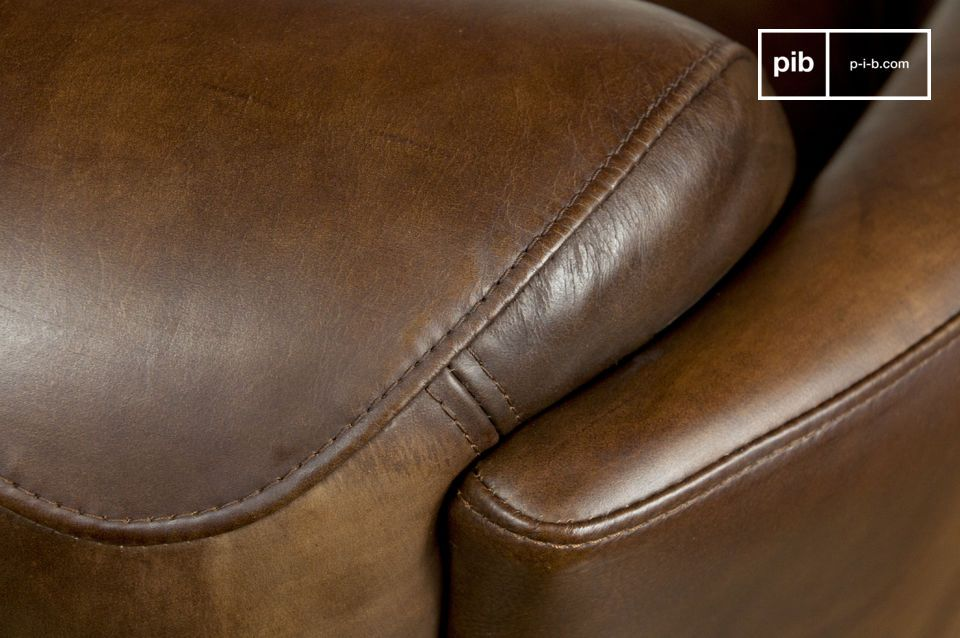 It has a superb finish, with a very supple buffed leather and perfect stitching