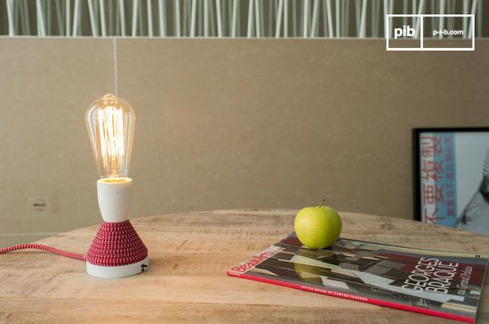 Retro light bulb with long filament