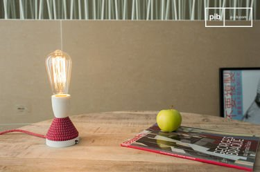 Retro lightbulb with long filament