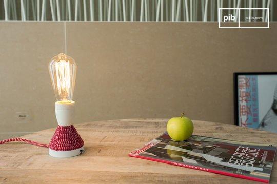 Retro lightbulb with long filament