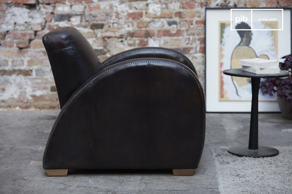 The Rockefeller Espresso chair stands out from other club chairs by its very straight design when