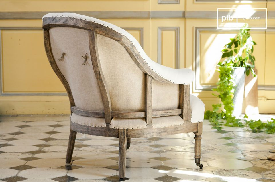 The round armchair Léonie is a beautiful armchair in white fabric that will bring a shabby chic