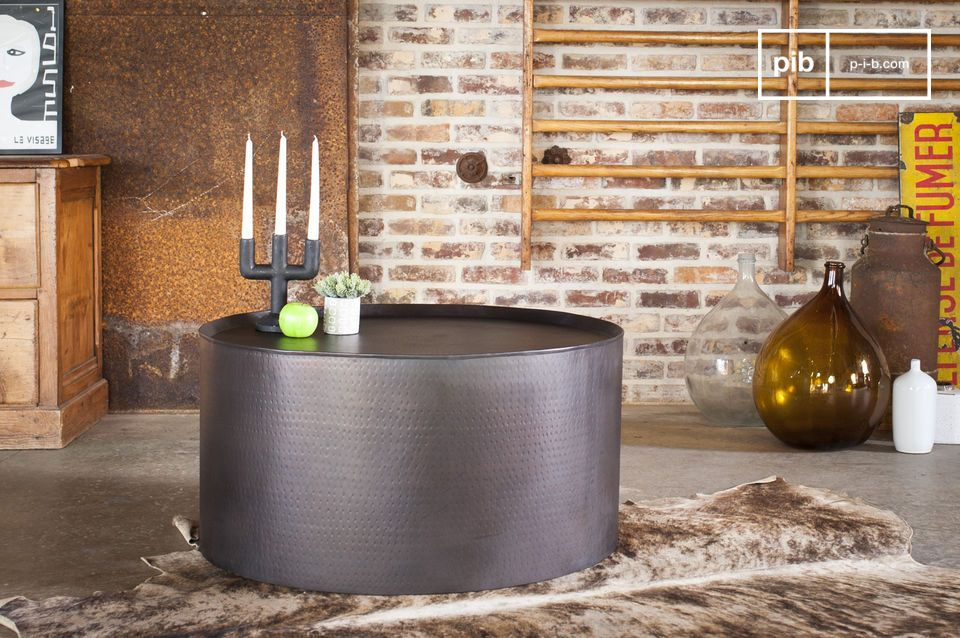 Cylinder table with a timeless aesthetic.