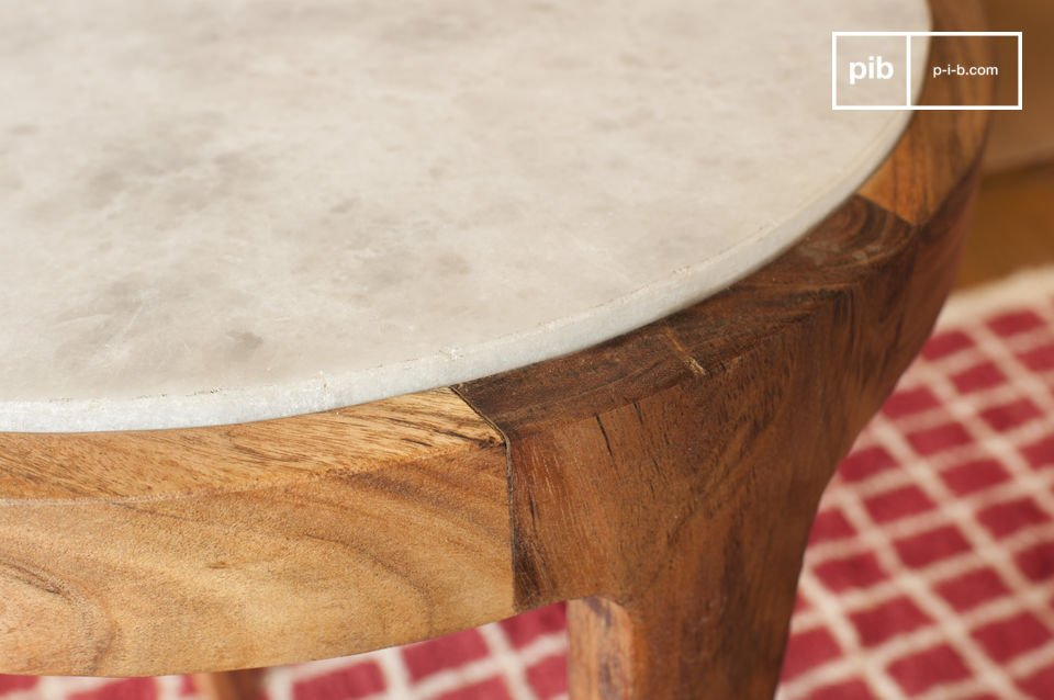 The round side table Marmori charms with its aesthetic