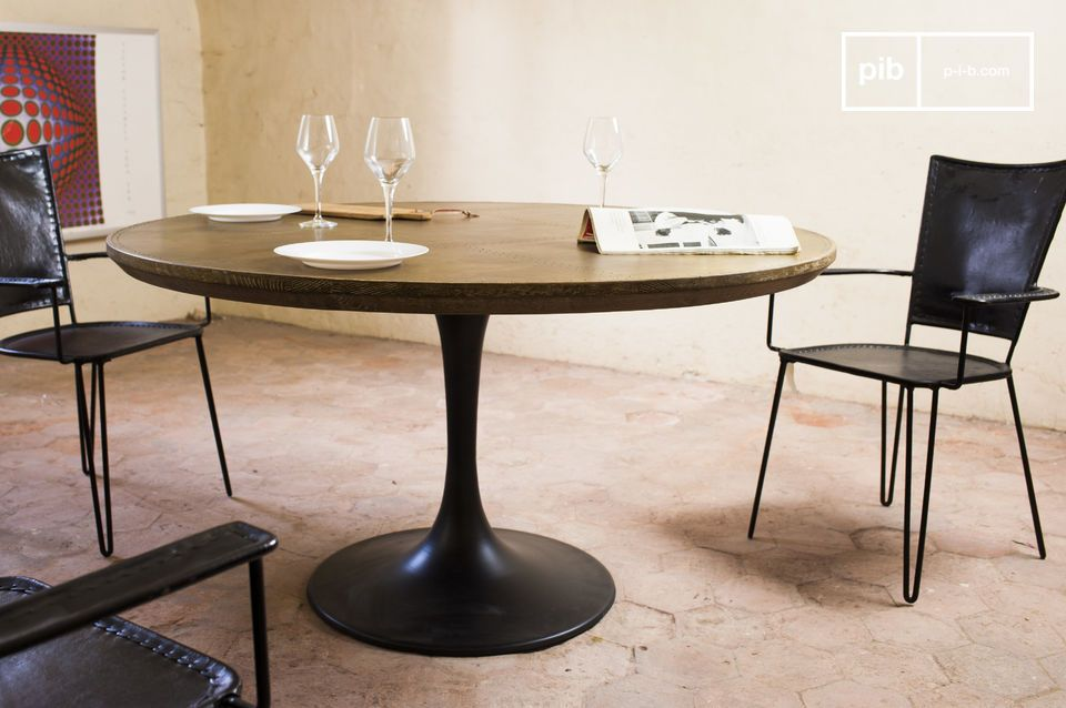 Round Table Liverpool Straight Lines And A Perfect Combination Of Oak Wood Brass