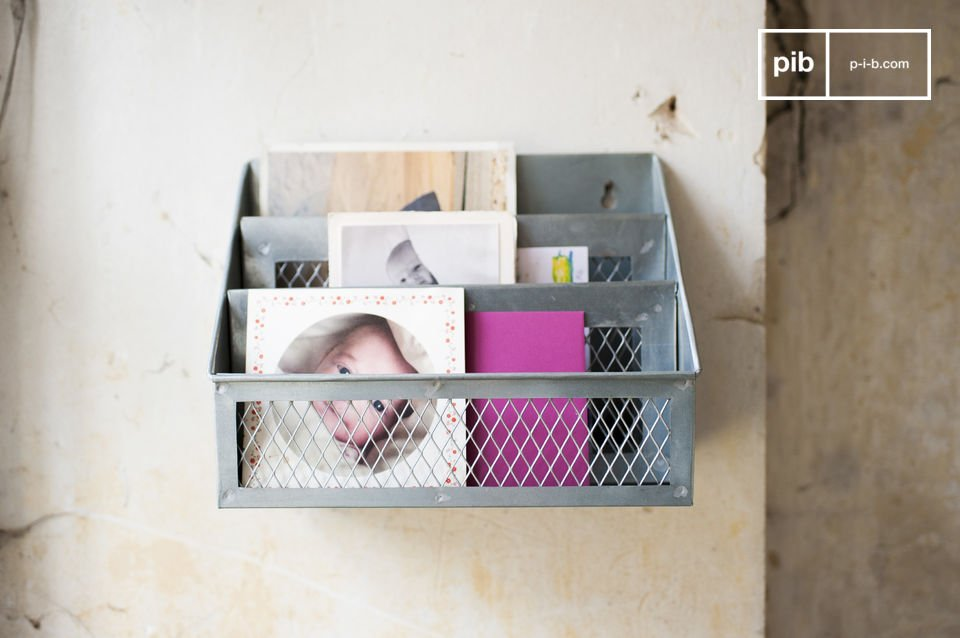 The Sabir letter box is an accessory that will allow you to finally bring organisation to your desk