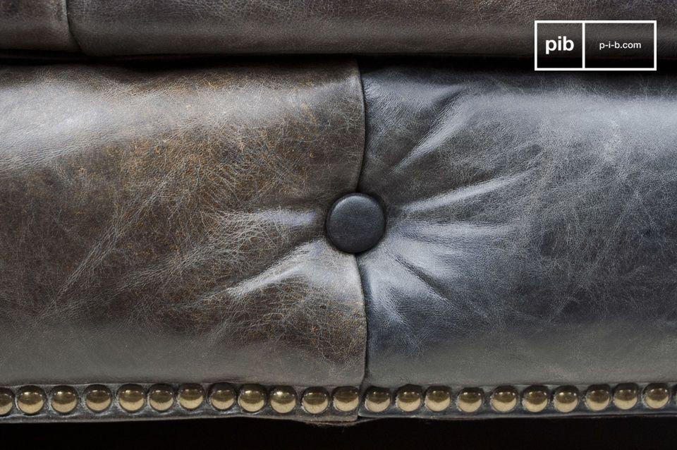 The comfort of a Chesterfield sofa, with a vintage leather finish