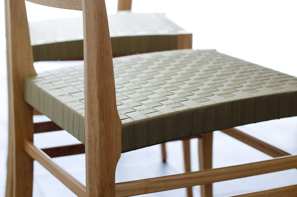 Light wood and  woven seat for a truel Nordic touch