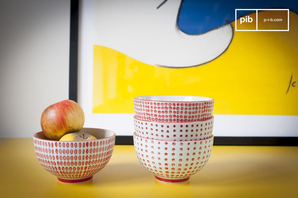 Set of 4 bowls with red polka dots
