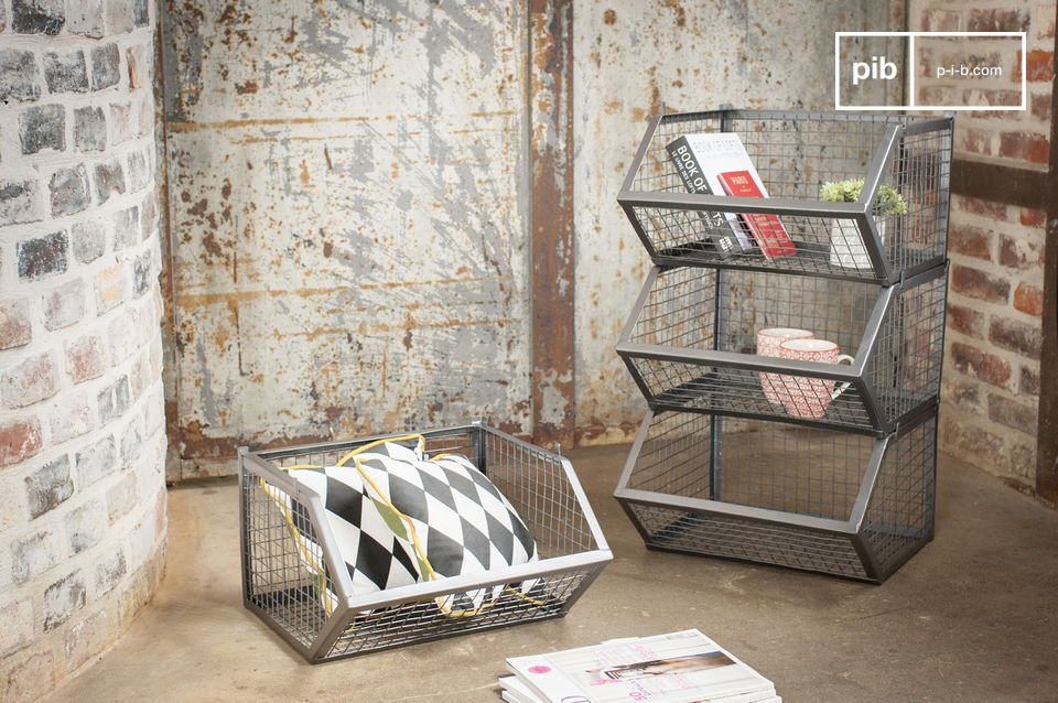 4 metal baskets with a resolutely vintage look.