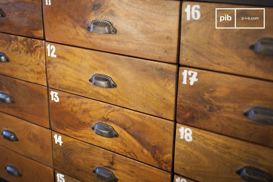 With its 20 solid wood varnished drawers that offer a beautiful contrast to the steel of its