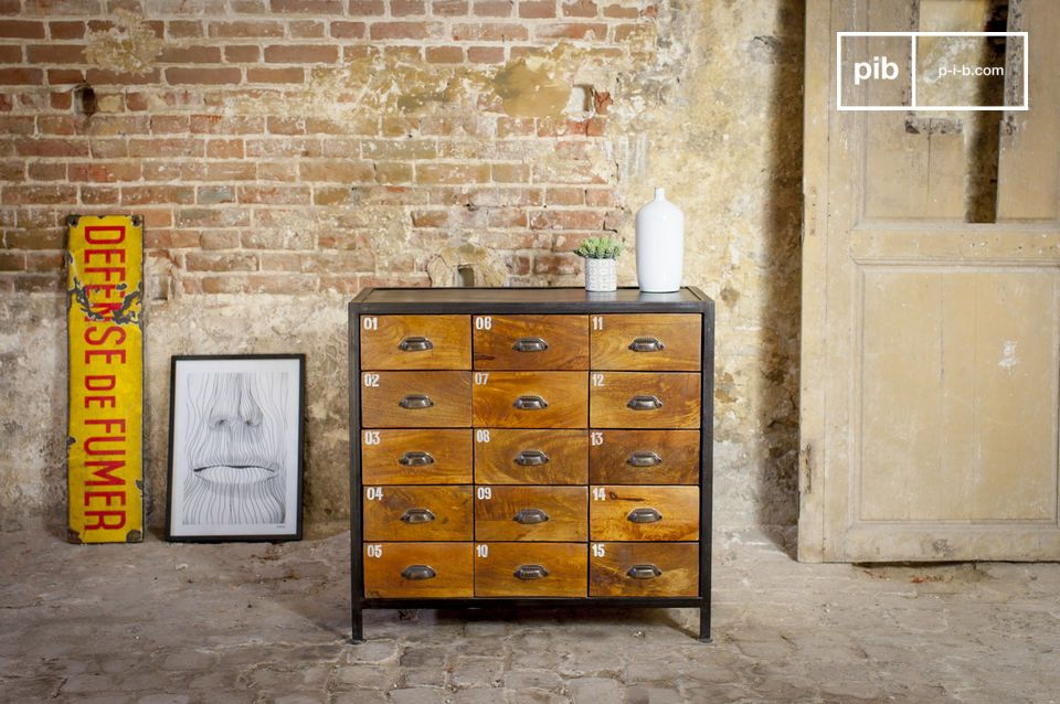 Shawinigan Wooden chest of drawers