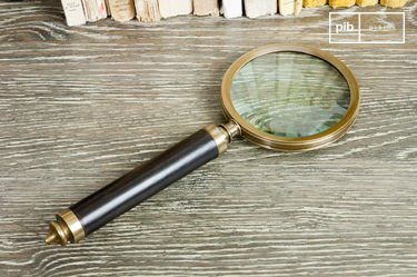 Sherlock magnifying glass