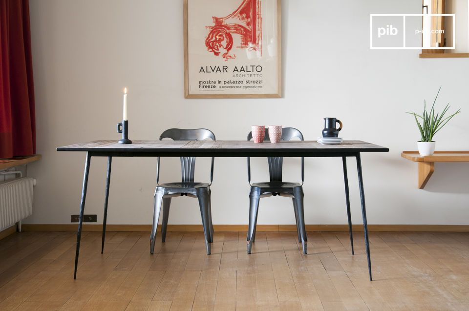 The particularly fine and refined lines of the Sherman natural wood dining table give it a chic look