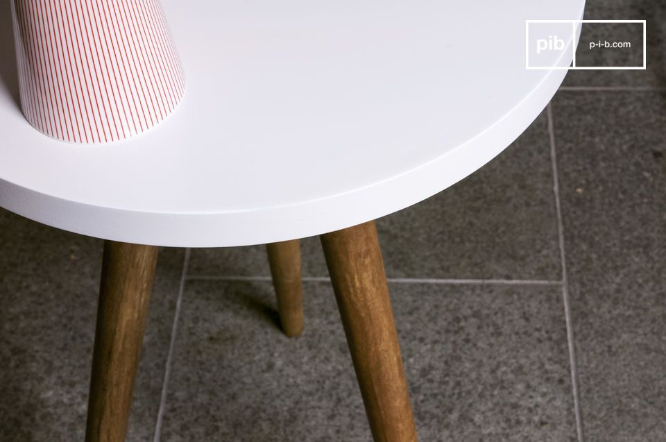 The elegance of the table base and the flawless tabletop