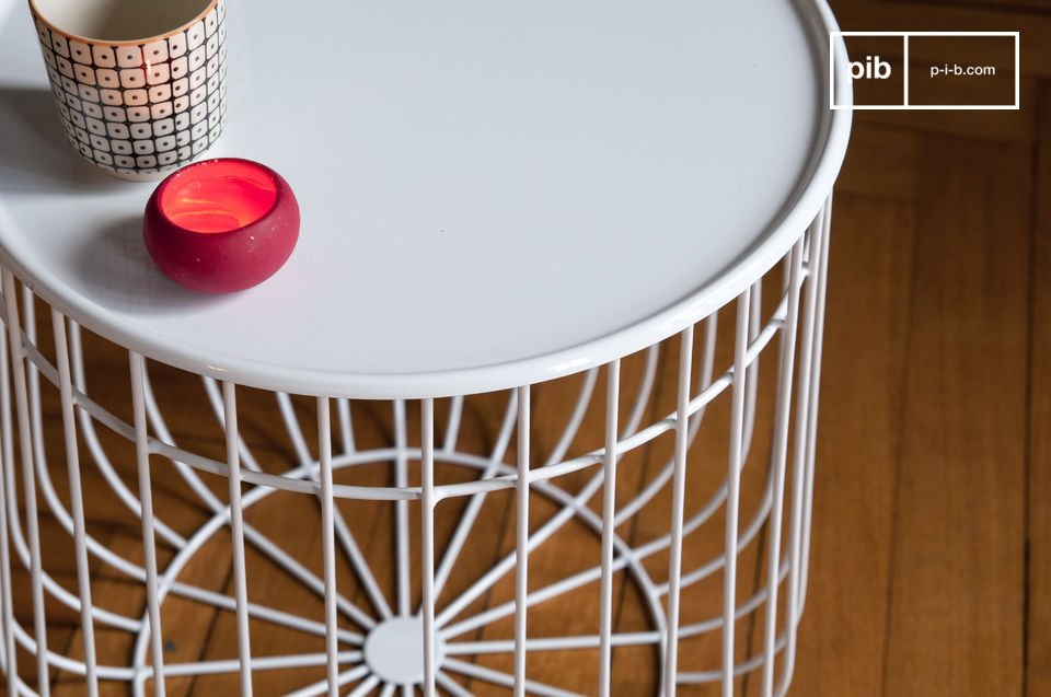 The side table Maitär is a beautiful design object that proves to be good-looking and practical