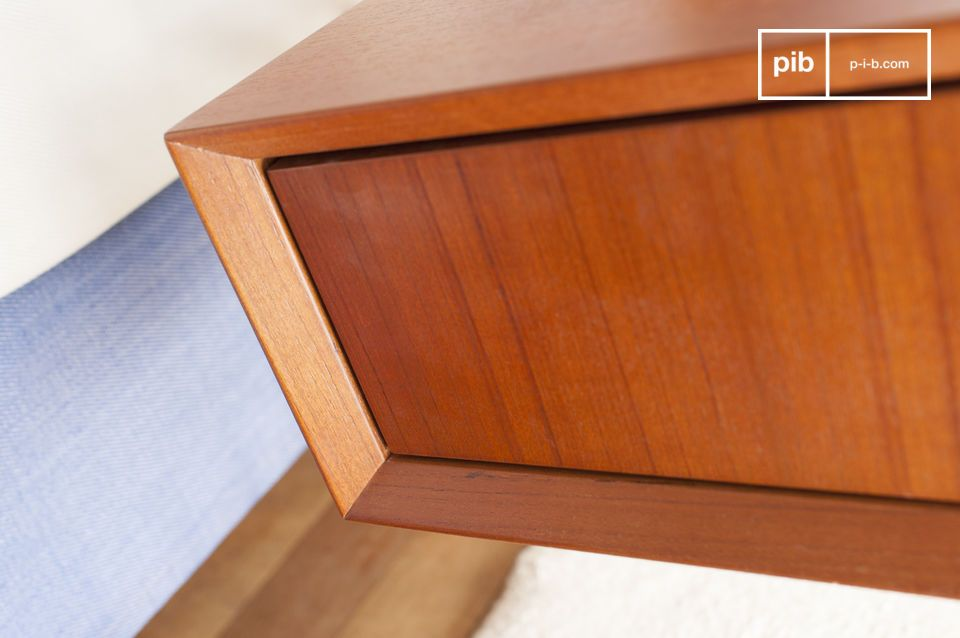 Bevelled corners that give elegance and quality to the finish.