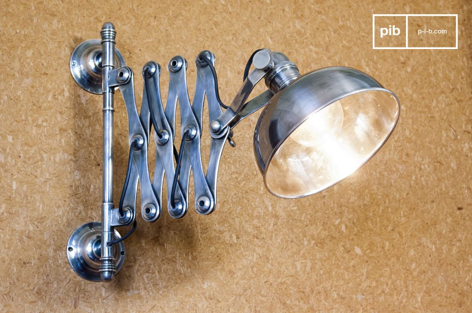 Beautiful swing-arm extendable wall lamp, quality finish